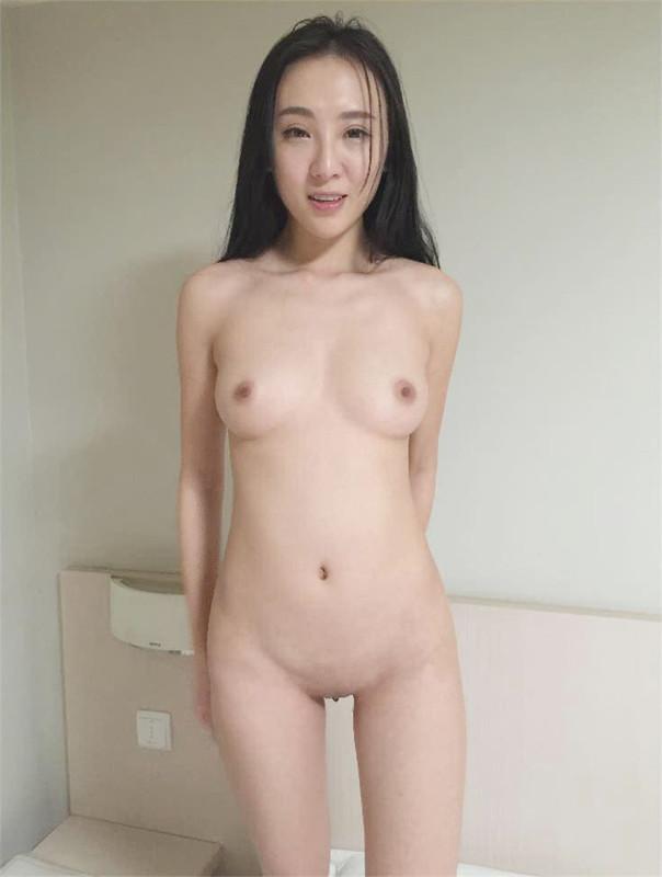 Model Fan (Mengyi, Li Shi) was shaved by the photographer